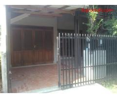 Dikontrakkan Rumah 5 Kmr, 2 Kmr Mandi, Garasi, Dekat Indomaret/KFC Metro Margahayu Raya Soekarno Hat